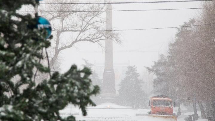 Волгоград встретил утро с заснеженными дорогами