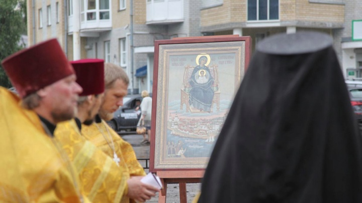 В Архангельске память о явлении над городом Богородицы почтили молебном