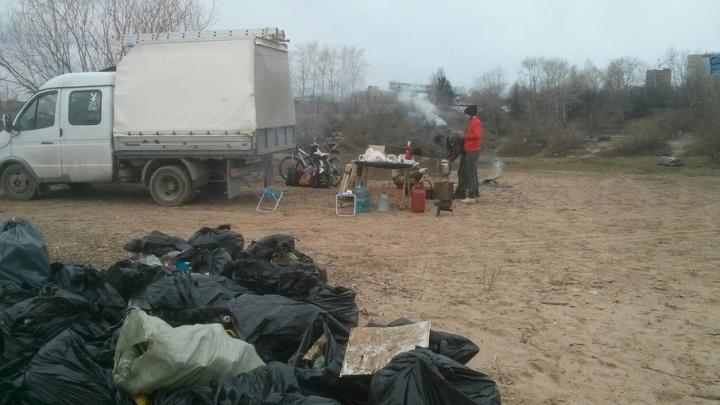 Субботник на малых реках: волонтеры вывезли грузовик мусора с Гайвы