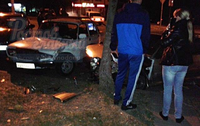 Три автомобиля столкнулись на Коммунистическом в Ростове