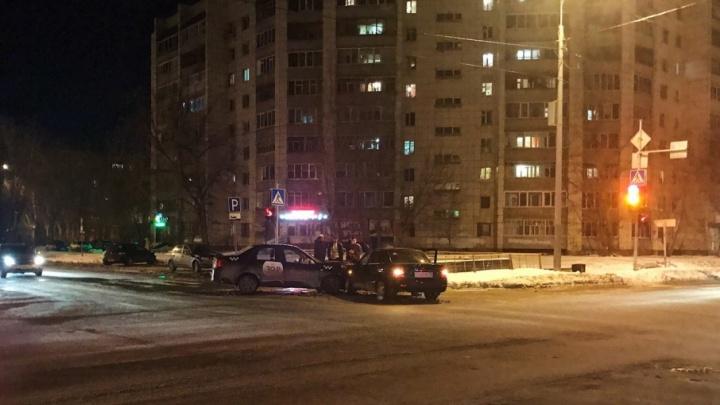 В аварии на перекрестке улиц Харьковской и Горького пострадали пять человек