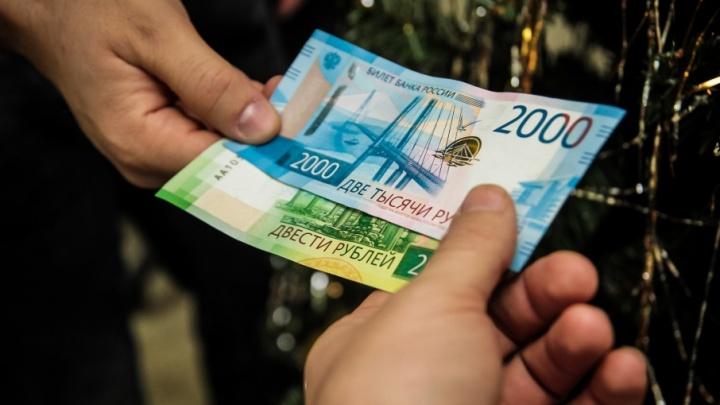 Ростовским продавцам пригрозили штрафами за отказ принимать банкноты 200 и 2000 рублей