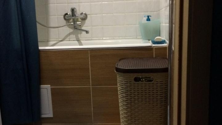 Минимализм в брежневке: без раковины и с крошечной ванной