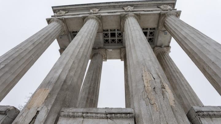 В Волгограде за полмиллиарда рублей восстановят колоннады и разбитые лестницы набережной