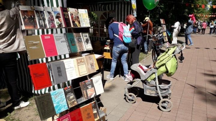 В центре Ярославля бесплатно раздают книги