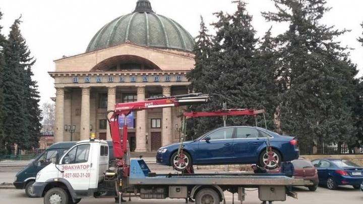 В центре Волгограда улицу Гагарина расчистили от припаркованных машин