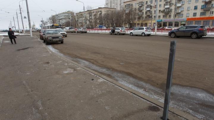 В Волгограде спустя две недели после установки исчезло новое ограждение