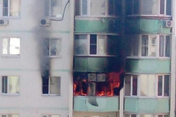 Спасатели вытащили из огня тело мужчины