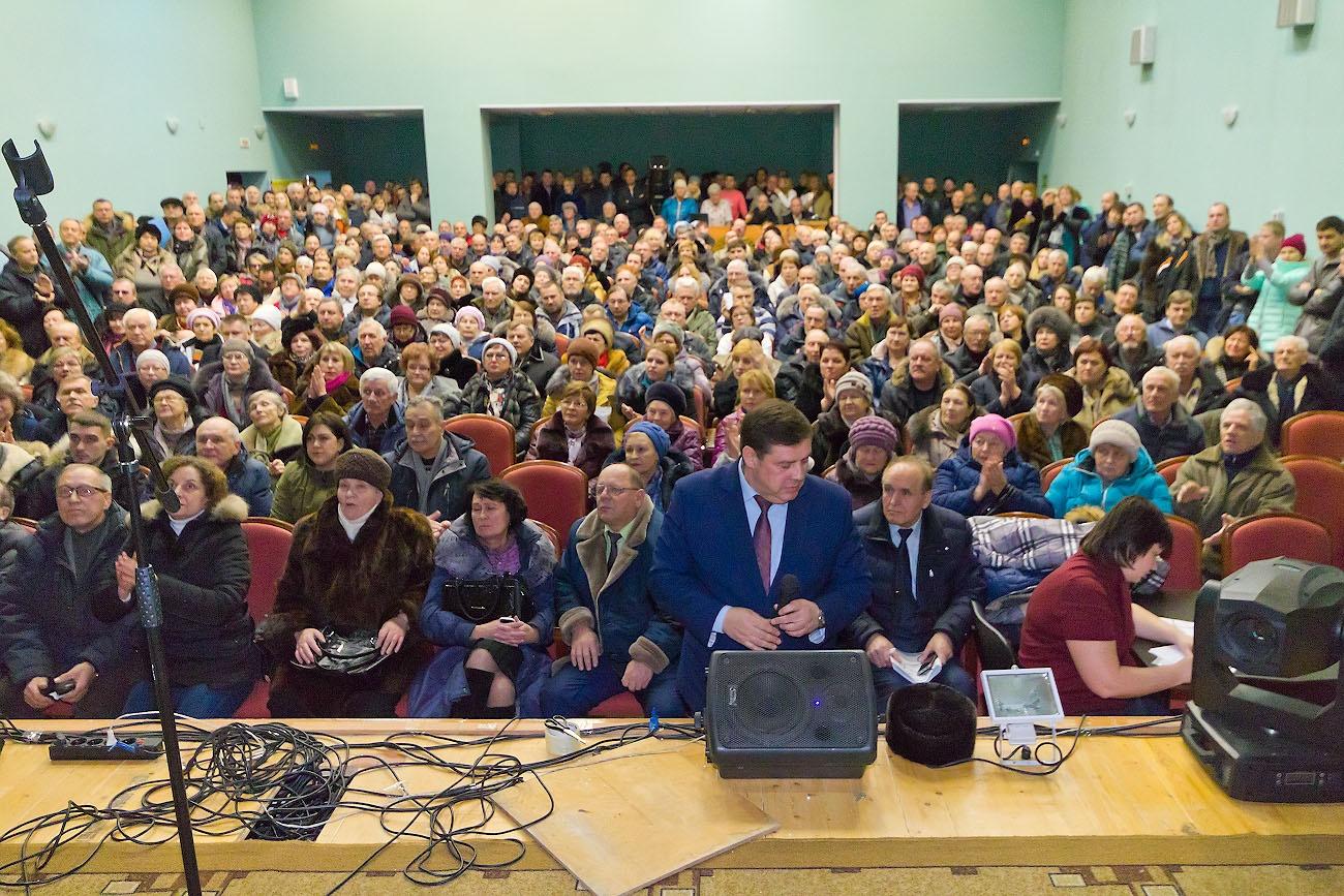 На слушания приехали около 500 садоводов, зал ДК в Кременкуле был забит до отказа
