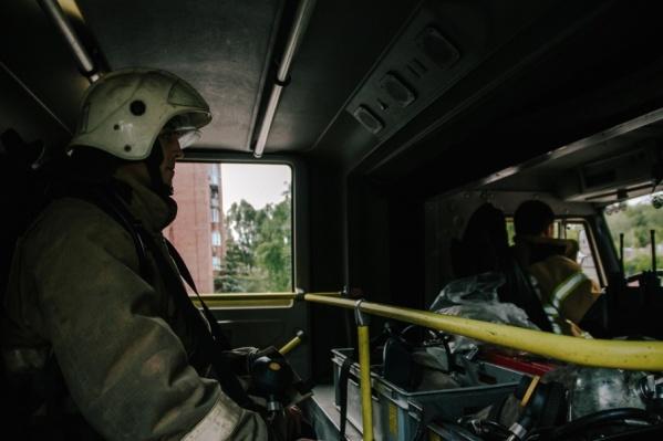 На месте происшествия работали 65 пожарных