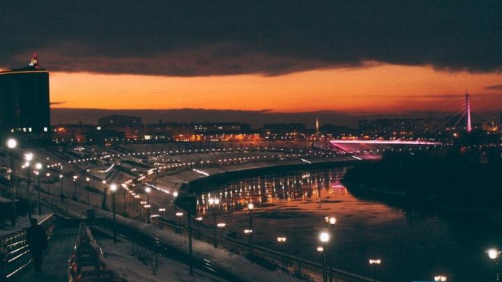 В новогодние праздники на мосту Влюбленных включат праздничную подсветку