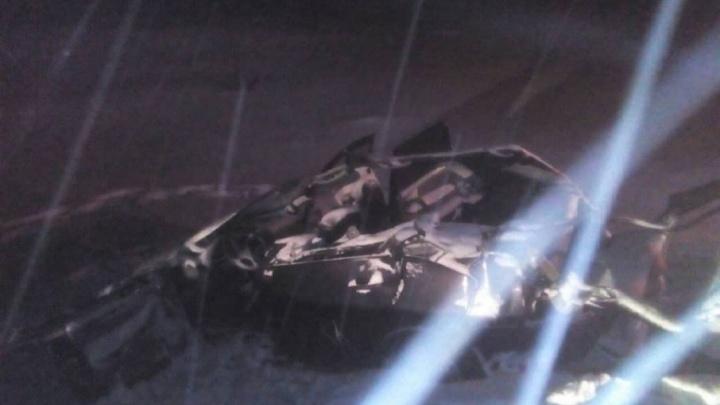 Lada Priora сложило пополам: в Большеглушицком районе ДТП унесло жизнь водителя