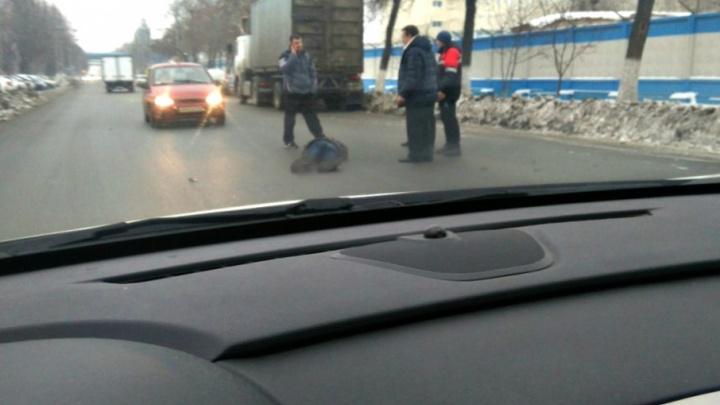 «Лежал и дергал головой»: в Тольятти сбили пешехода