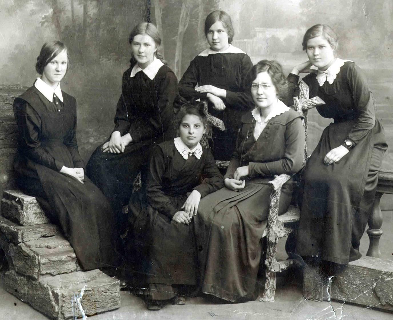 Воспитанницы Мариинской гимназии в Перми