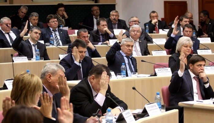С теплоходов на плантации: сколько заработали и чем владеют депутаты Самарской области
