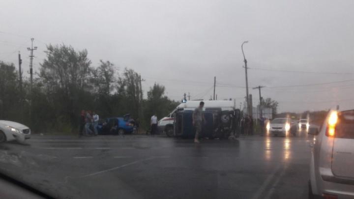 На трассе под Волгоградом столкнулись «Нива» и Renault: девять пострадавших