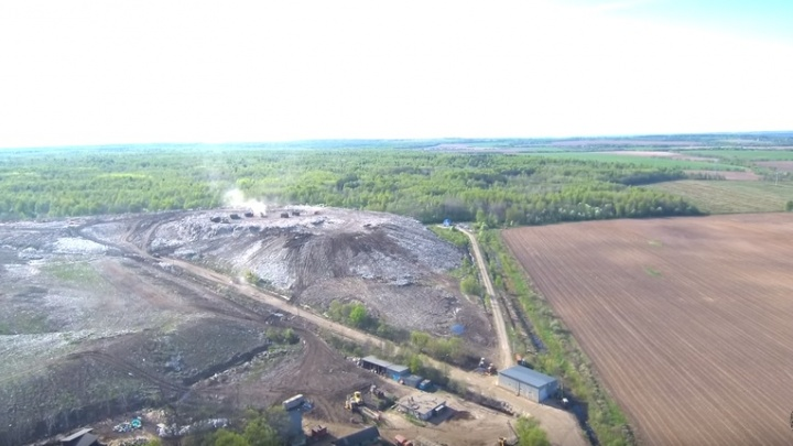 Над полигоном «Скоково» взлетели дроны: как выглядит гигантская свалка с воздуха