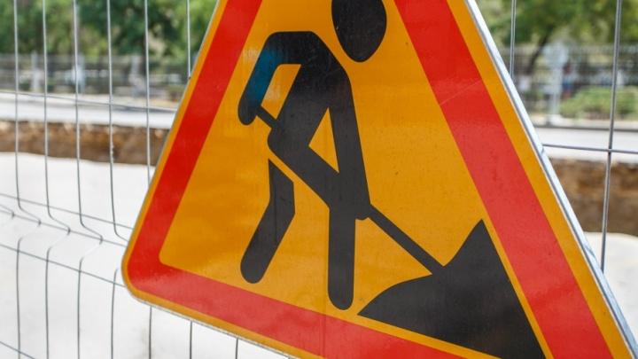 Из-за дорожных работ на Астраханском мосту центр Волгограда днем встал в пробке