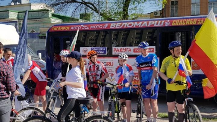 В Таганроге стартовал велопробег «За Победу!»: большинство спортсменов — школьники