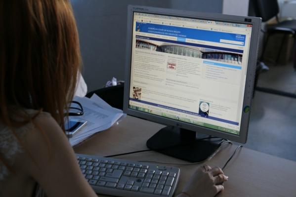 Девушка вместе с адвокатами заполнила формуляр жалобы на сайте ЕСПЧ