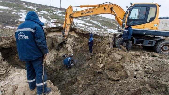 В центре Волгограда ликвидировали прорыв на магистральном водопроводе