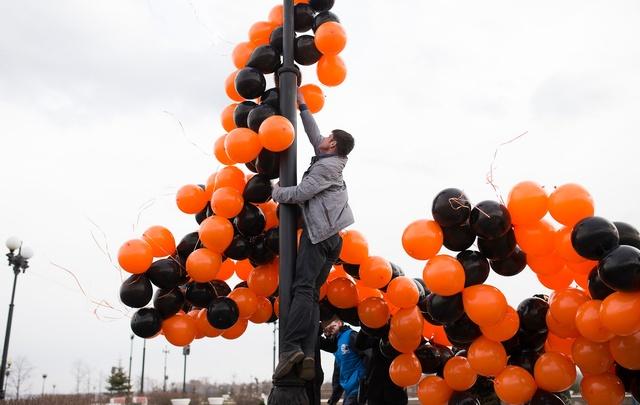 В Ярославле в небо запустили огромную георгиевскую ленту