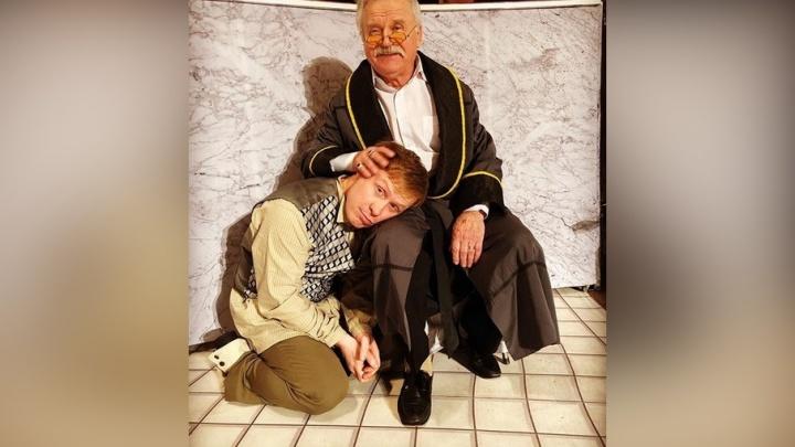 «Операция прошла успешно»: пермяк Антон Богданов сыграл Шарикова из «Собачьего сердца» в новом спектакле
