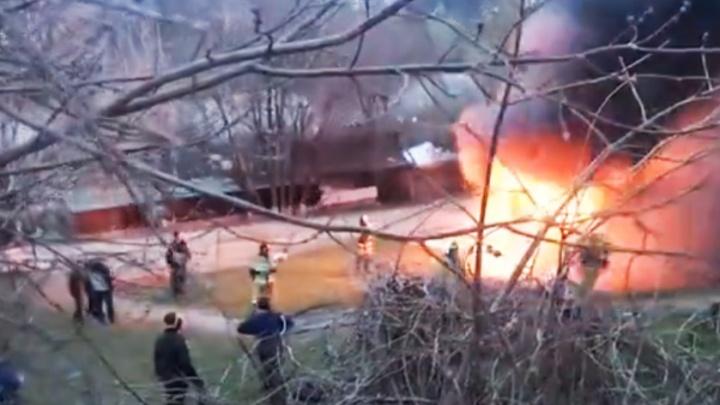 Шашлыки не удались: в Ростове на улице Евдокимова произошел пожар