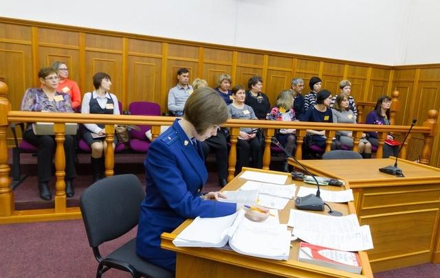 Присяжные признали виновным экс-депутата, ударившего ножом инспектора ДПС