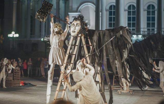 «Мимикрия» ищет актеров для уличного спектакля «Люди и Боги»