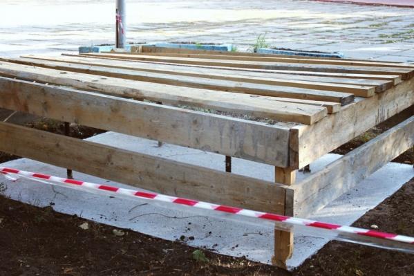 Работы приостановили в связи с благоустройством парковой зоны