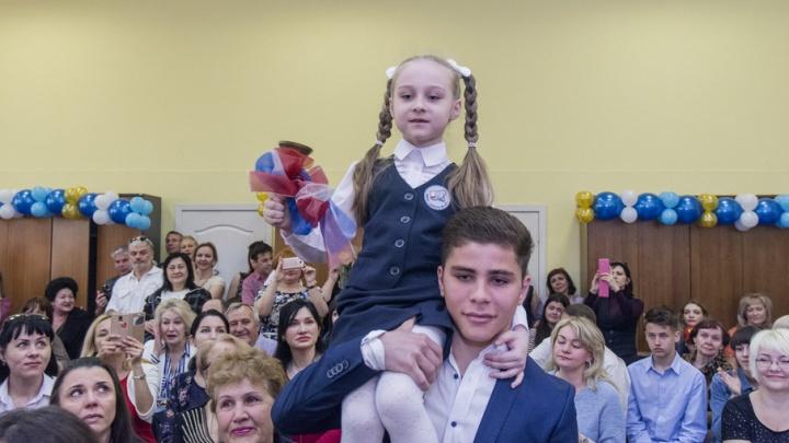 Школьные годы позади: фоторепортаж 161.ru с последнего звонка ростовских выпускников