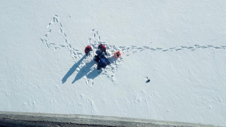 «Ехал мимо и увидел, что кто-то стоит у перил»: очевидец о падении подростка с моста в Чусовом