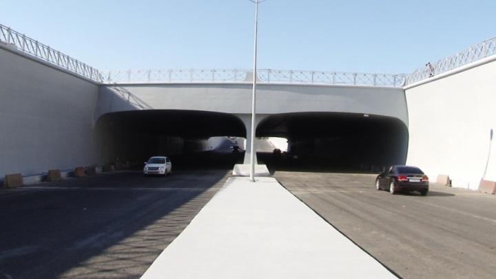 Не веря своим глазам: по тоннелю на Кирова автомобилисты ехали с криками «Ура!»