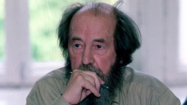 Авторы памятника Солженицыну отказались от площадки на Левенцовке