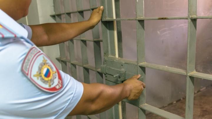 Отбирали деньги, похищали и избивали людей: в Самаре за решетку попал один из членов банды