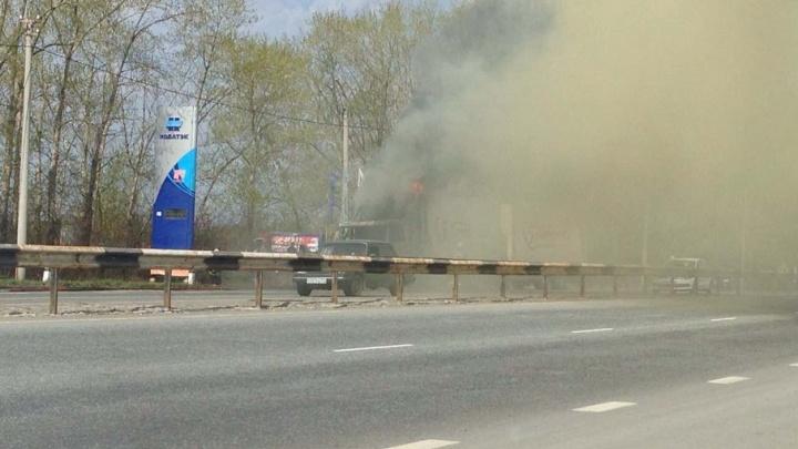 «Аж стёкла затряслись»: возле заправки на выезде из Челябинска взорвалась фура
