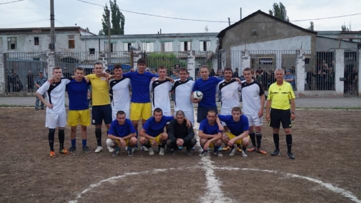 Заключенные против футболистов: на Дону прошел товарищеский матч по футболу