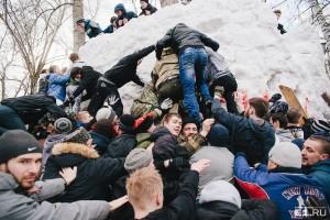 Взятие снежного городка – жестокие игры для истинных фанатов праздника.