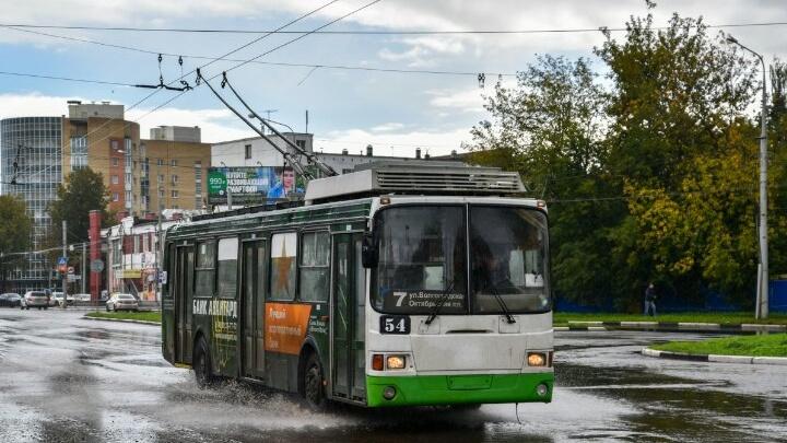 В Ярославле во время грозы в троллейбус попала молния