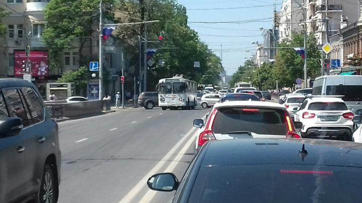 В центре Ростова сломался троллейбус