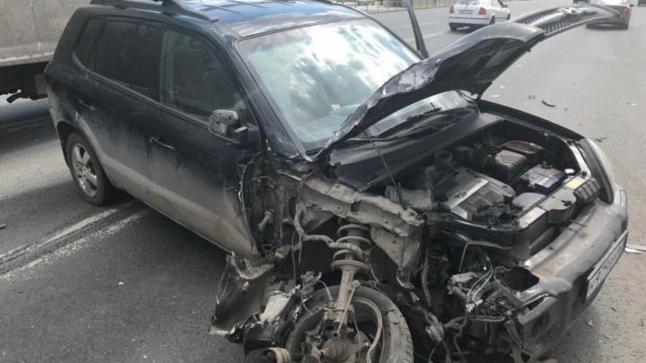 «Выломало колесо»: на Московском шоссе «Хёндэ» столкнулась с маршруткой