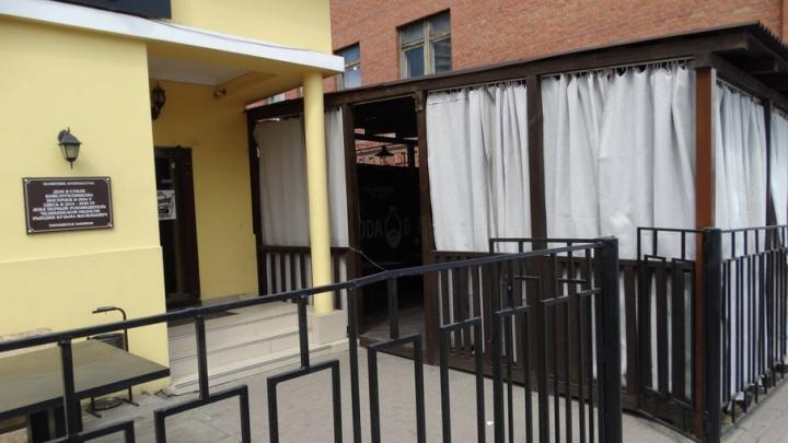 «У нас всё законно»: в баре в центре Челябинска прокомментировали жалобу краеведа