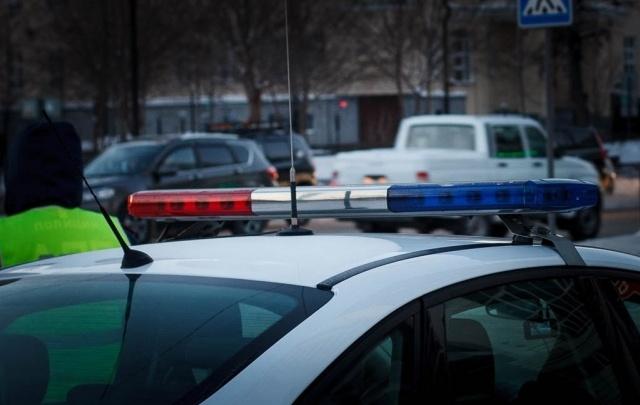 Пьяная тюменка ударила инспектора ДПС и испортила патрульный автомобиль