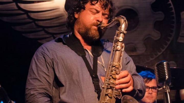 Известный ярославский саксофонист попал в реанимацию