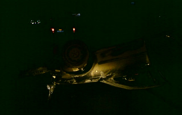 Ночью на М-8 иномарка жёстко приземлилась на крышу. Есть пострадавшие