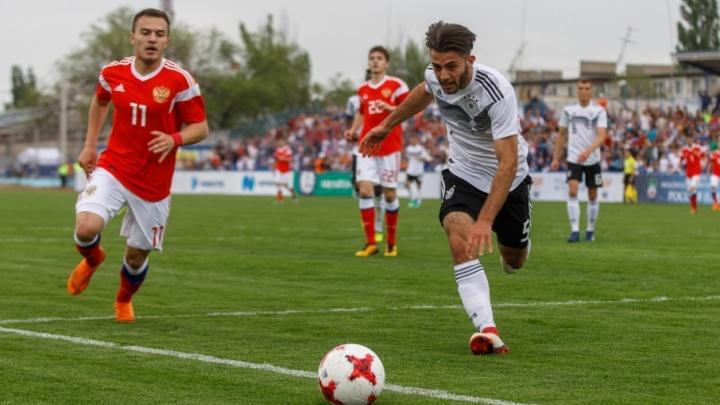 3-1: немцы выиграли футбольный матч на поле Волгограда