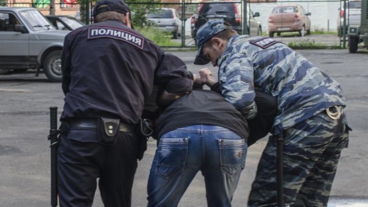 В Котласе пьяница с автоматом напал на полицейских