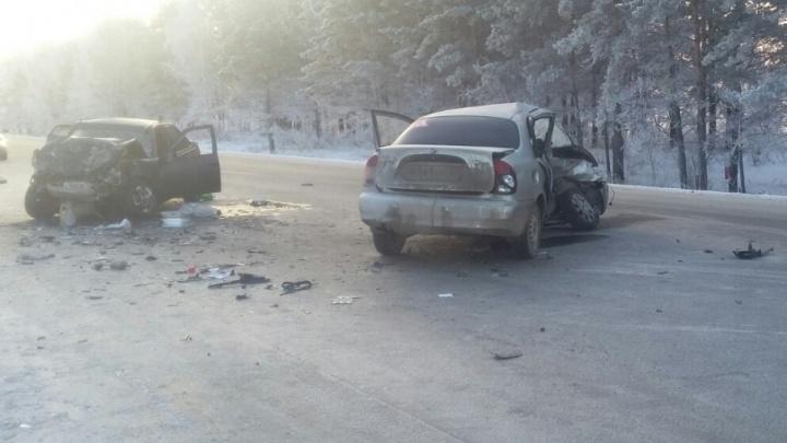 Лобовое столкновение машин под Тюменью: женщина скончалась на месте