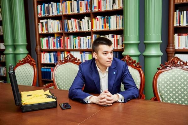 Айдар Фахрутдинов, один из создателей инновационного учебника и тетради для инвалидов по зрению